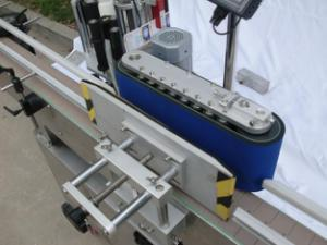 Automatic round bottle labeling machine for non-dry glue,wooden case/export packing labeling machine for CE