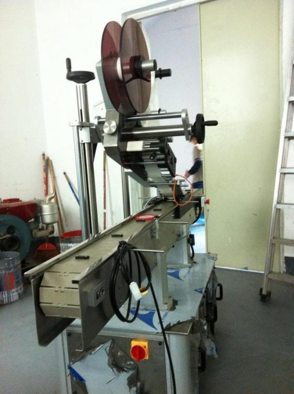 Adhesive Type Flat Surface Labeling Machine Top Label For Cap