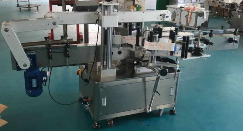 China Automatic Flat Bottle Glass Bottle Labeling Machine , Sticker Label Machine supplier