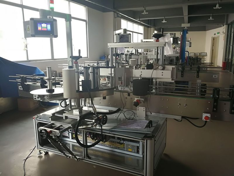 China Flat Bottle Labeling Machine , Automatic Label Applicator Machine PLC And Touch Screen supplier