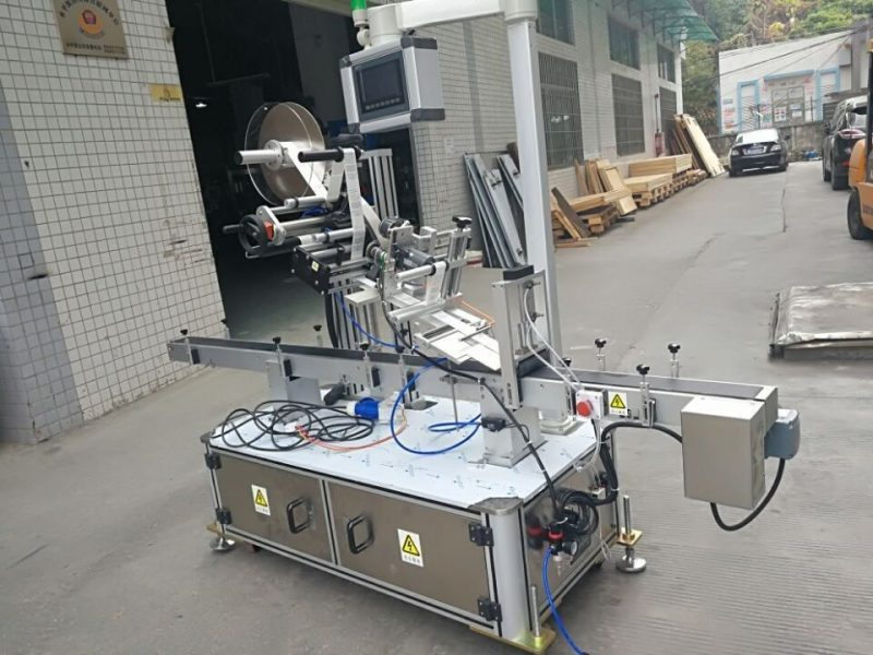 China Sticker Top Labeling Machine For Nozzle Pouch Electric Driven Type supplier