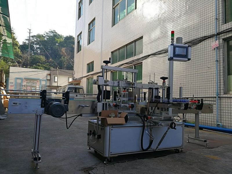 China Adhesive One Side Flat Bottle Labeling Machine High Accuracy supplier